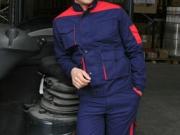 Conjunto cazadora y pantalon multibolsillos marino con rojo.jpg