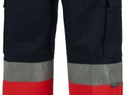 Pantalon rojo y marino con bandas reflectantes.jpg