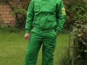 Conjunto cazadora y pantalon multibolsillos verde con verde grass.jpg
