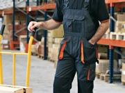Pantalon con peto y refuerzos negro naranja.jpg